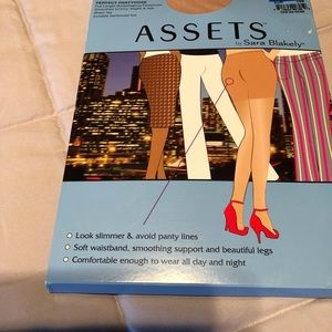 ASSETS by Sara Blakely Intimates & Sleepwear - Assets by Sarah Blakely Perfect Panyhose
